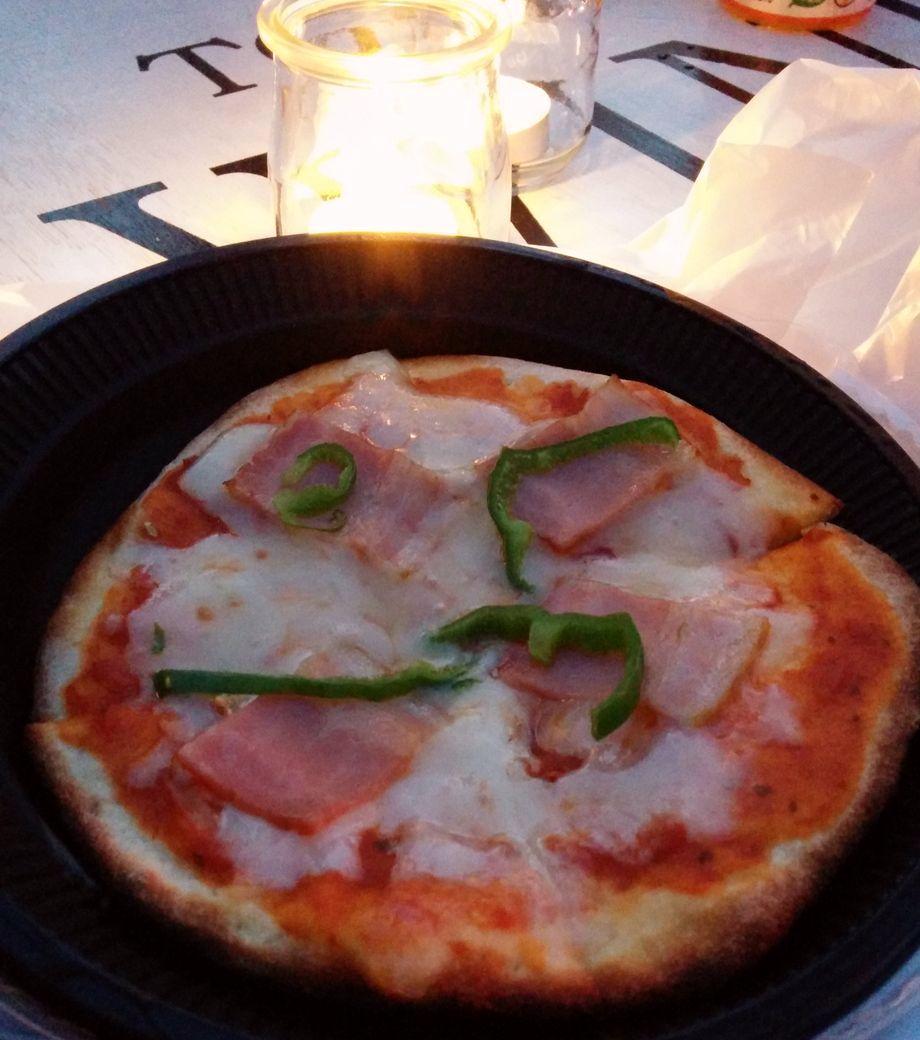 石窯で焼いたピザ