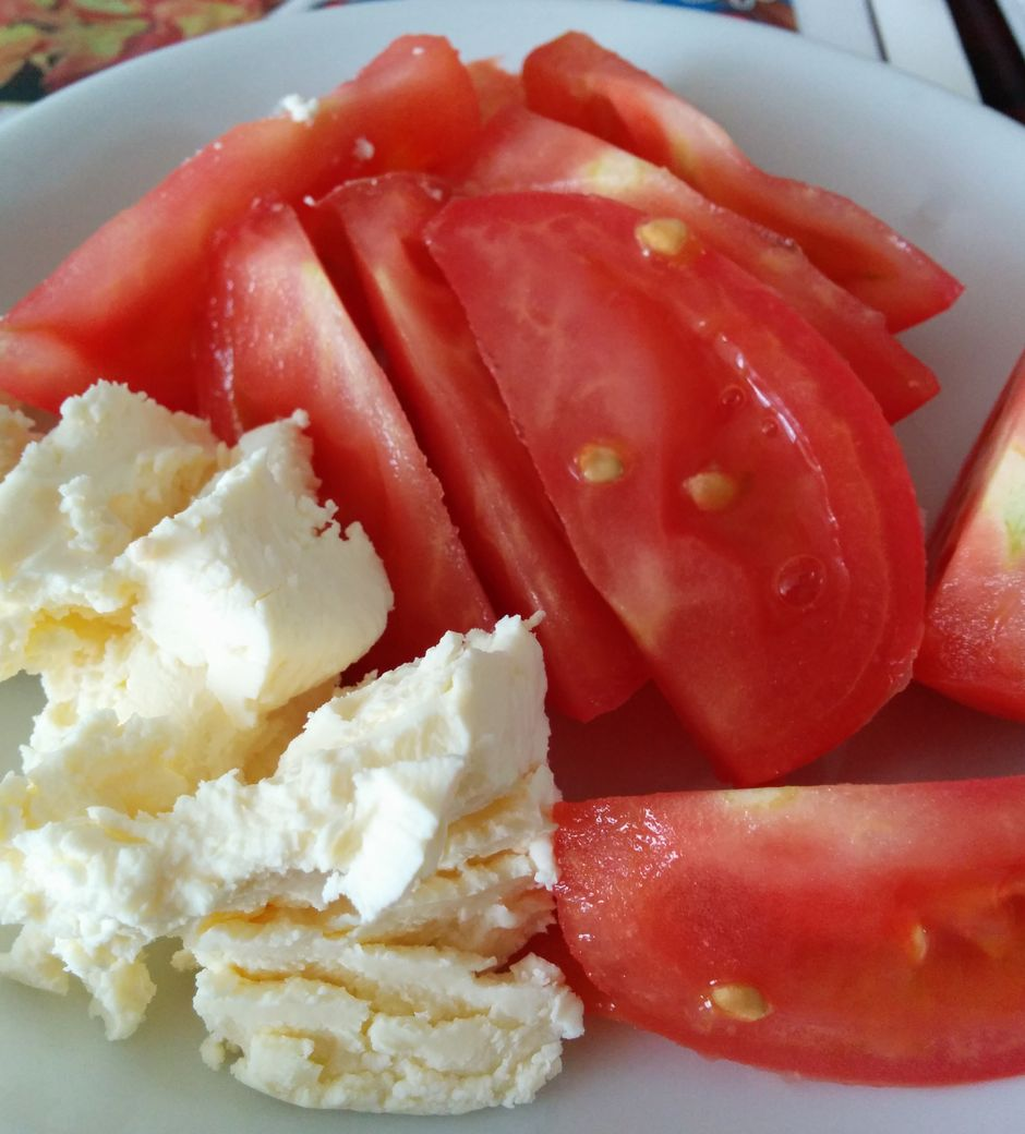 カットトマトとフレッシュチーズ