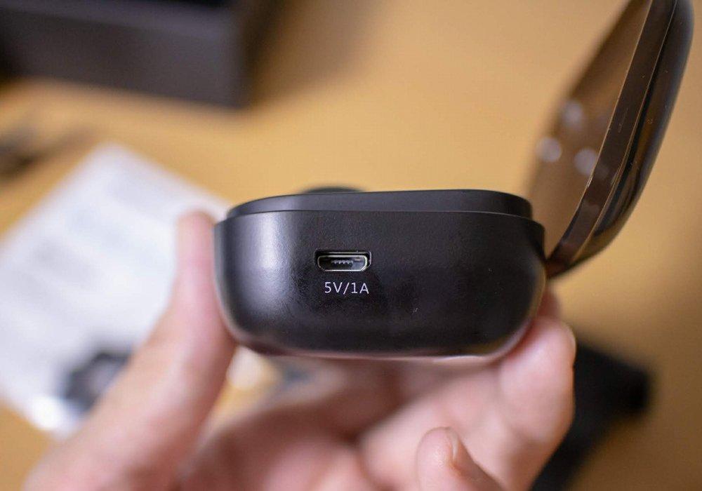 USB Micro-Bの差込口